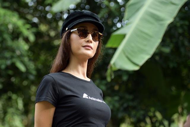 Minh tinh Maggie Q thăm mộ một con gấu ở Tam Đảo - 2