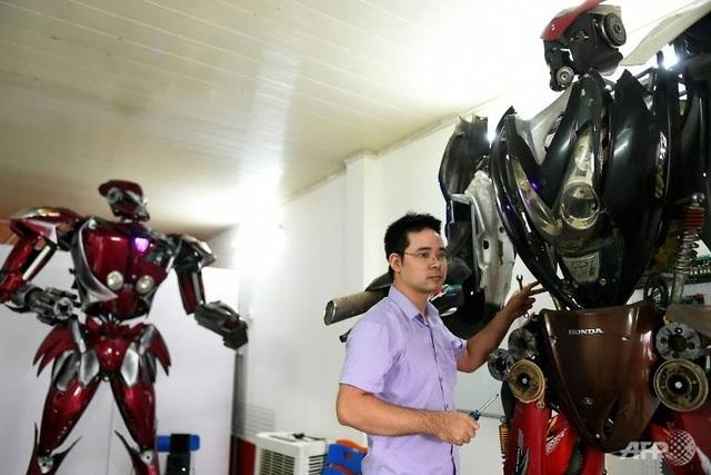 Báo nước ngoài viết về nhóm kỹ sư trẻ Việt Nam làm robot từ phế liệu - 3