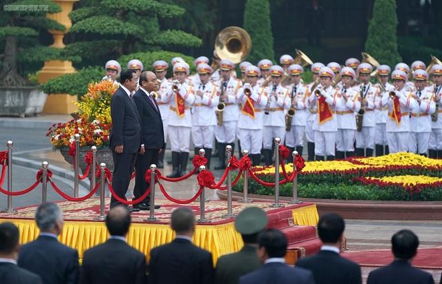 Thủ tướng Nguyễn Xuân Phúc đón, hội đàm với Thủ tướng Campuchia - 1