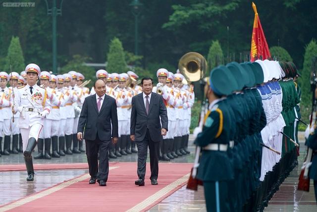 Thủ tướng Nguyễn Xuân Phúc đón, hội đàm với Thủ tướng Campuchia - 2