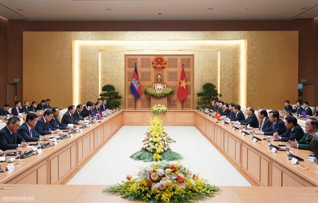 Thủ tướng Nguyễn Xuân Phúc đón, hội đàm với Thủ tướng Campuchia - 6
