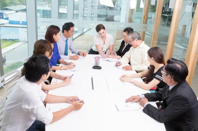 Tự tin dùng tiếng Anh trong công việc: Nước cờ giúp dân công sở nhanh thăng tiến - 1