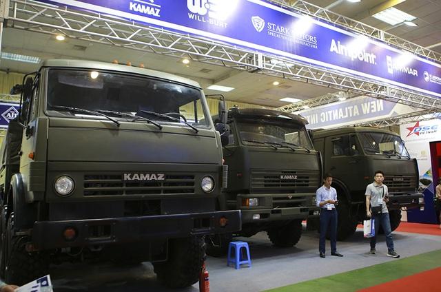Tận mắt mẫu xe chuyên chở thiết giáp, tên lửa hiện đại hàng đầu ở Hà Nội - 1