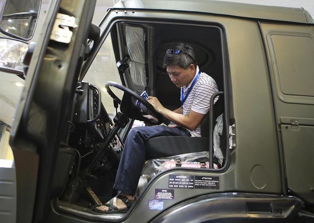 Tận mắt mẫu xe chuyên chở thiết giáp, tên lửa hiện đại hàng đầu ở Hà Nội - 13