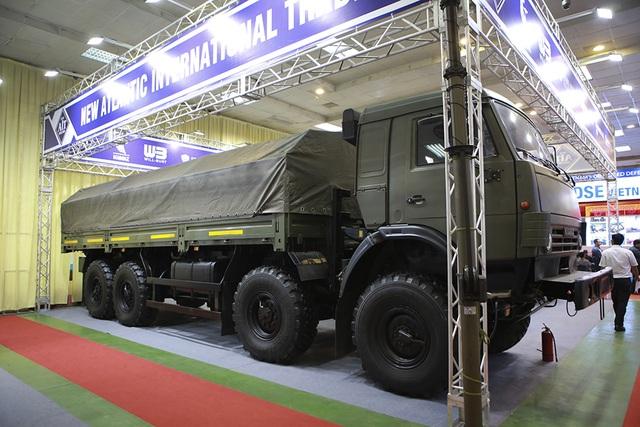 Tận mắt mẫu xe chuyên chở thiết giáp, tên lửa hiện đại hàng đầu ở Hà Nội - 5