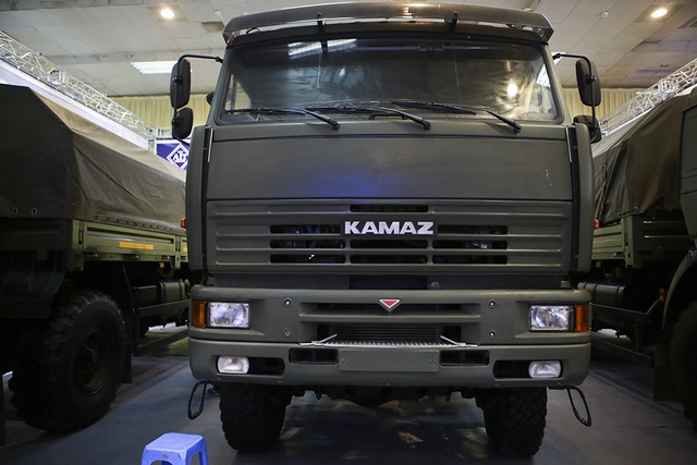 Tận mắt mẫu xe chuyên chở thiết giáp, tên lửa hiện đại hàng đầu ở Hà Nội - 2