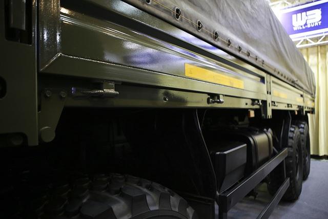 Tận mắt mẫu xe chuyên chở thiết giáp, tên lửa hiện đại hàng đầu ở Hà Nội - 3