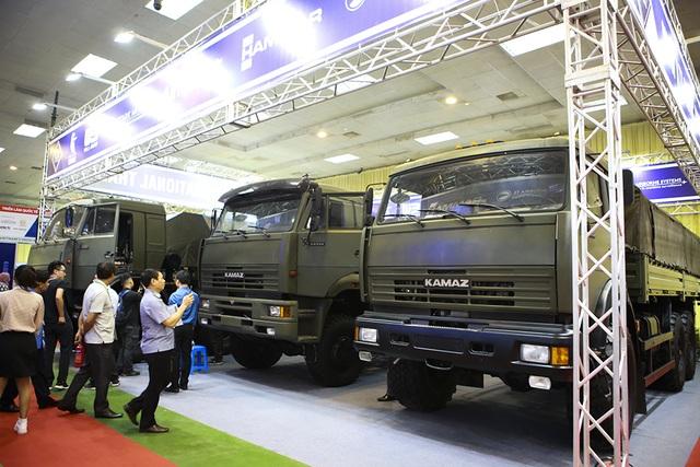 Tận mắt mẫu xe chuyên chở thiết giáp, tên lửa hiện đại hàng đầu ở Hà Nội - 11