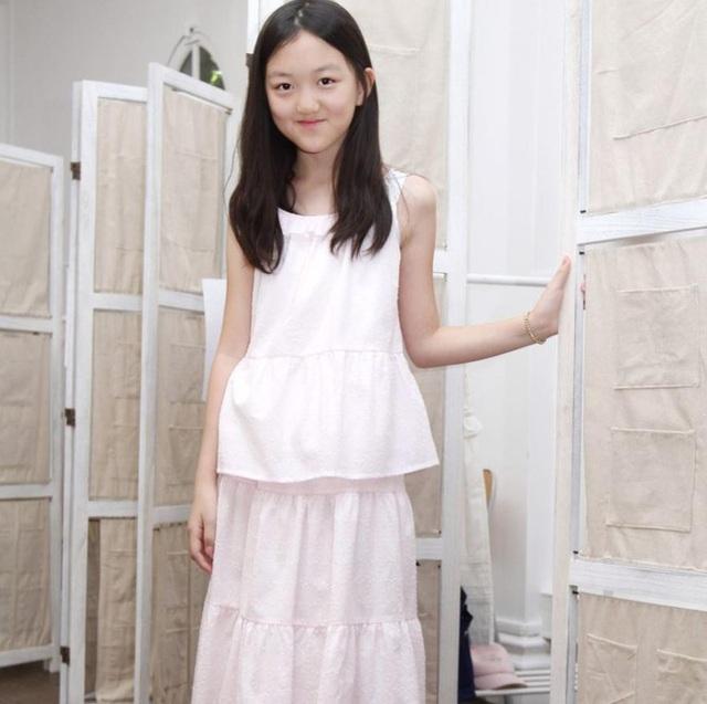 Con gái Vương Phi sống xa hoa, vui vẻ tại nước ngoài - 5