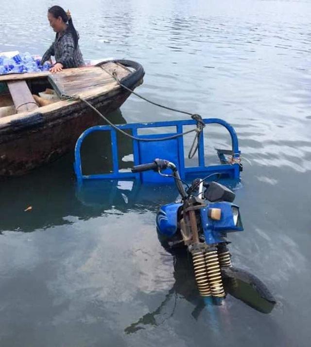 Để mặc xe ba gác lao sông, người đàn ông cứu sống 3 cháu nhỏ đuối nước - 2