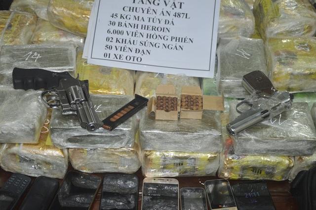 """Bắt nhóm đối tượng người Lào vận chuyển lượng ma túy """"khủng"""" kèm theo vũ khí nóng - 2"""