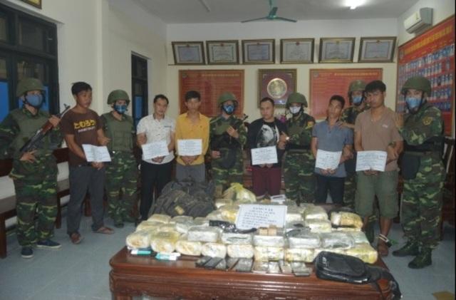 """Bắt nhóm đối tượng người Lào vận chuyển lượng ma túy """"khủng"""" kèm theo vũ khí nóng - 1"""
