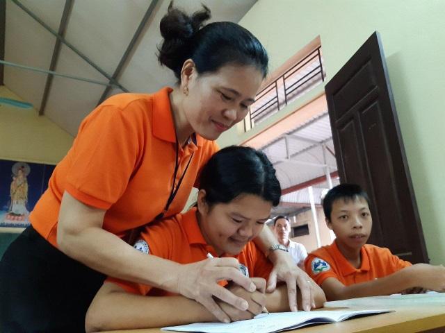 Cô giáo 26 năm đi tìm ánh sáng cho 300 đứa trẻ nhiễm chất độc da cam/dioxin - 3