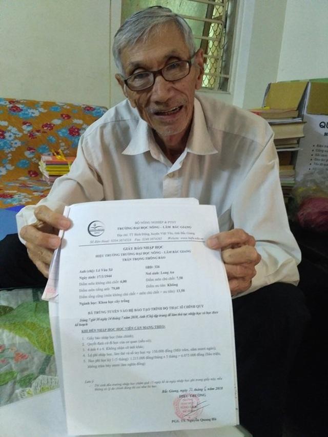 Cụ ông 75 tuổi đã chinh phục giảng đường cao học - 1