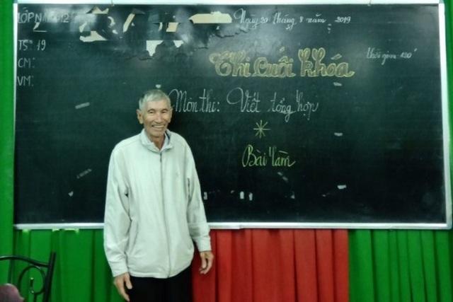 Cụ ông 75 tuổi đã chinh phục giảng đường cao học - 2