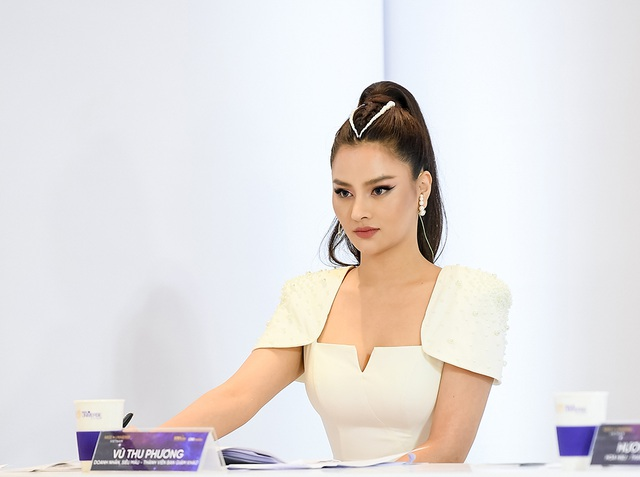"""Thúy Vân bị giám khảo Hương Giang """"chỉnh"""" vì đi thi nhưng xuất hiện như người nổi tiếng - 11"""