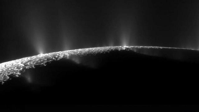 Các phân tử hữu cơ được phát hiện trên Mặt trăng Enceladus của sao Thổ - 1