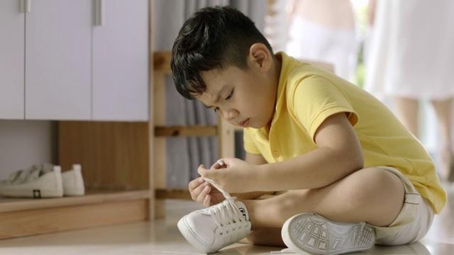 Loạn thị trường kính thuốc cho trẻ: Đừng mất bò mới lo làm chuồng - 1
