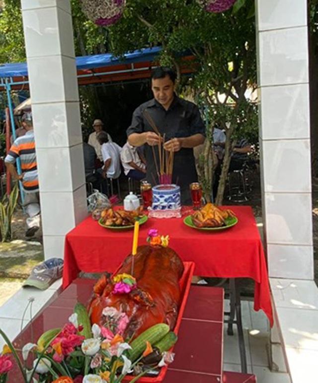 Quyền Linh, Phước Sang, Lê Tuấn Anh thăm mộ Lê Công Tuấn Anh - 2
