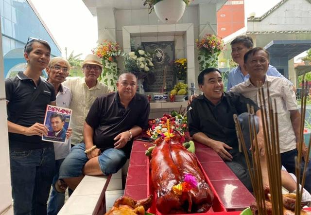 Quyền Linh, Phước Sang, Lê Tuấn Anh thăm mộ Lê Công Tuấn Anh - 4