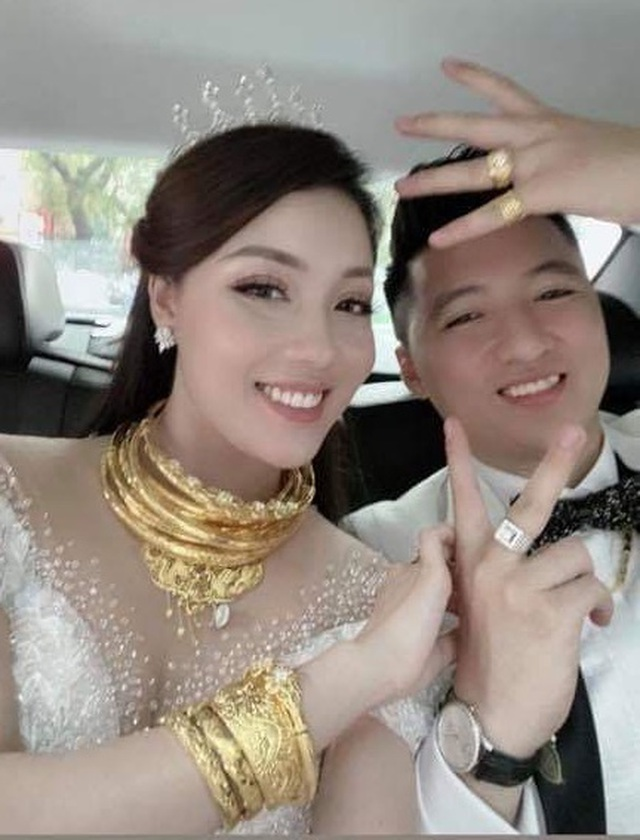 Nữ giảng viên quyến rũ, đeo vàng trĩu cổ trong ngày lên xe hoa - 9