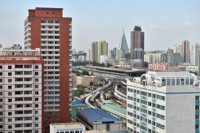 Vì sao Triều Tiên bất ngờ bịt kín cửa sổ cao ốc ở Bình Nhưỡng? - 1
