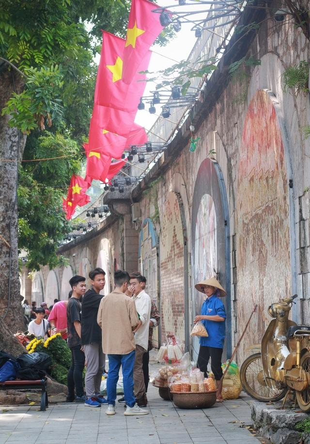 """Phố Phùng Hưng tái hiện """"Ký ức Hà Nội"""" trong những năm tháng lịch sử - 14"""