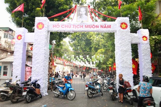 """Phố Phùng Hưng tái hiện """"Ký ức Hà Nội"""" trong những năm tháng lịch sử - 1"""