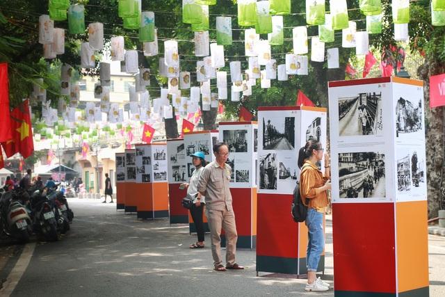 Phụ nữ Hà Thành mặc áo dài, nhảy dân vũ trên phố bích họa Phùng Hưng - 4