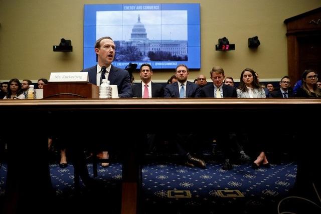 Tranh cãi về quyền giải mật tin nhắn Facebook - 1