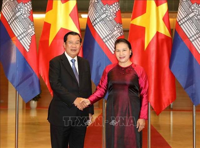 Chủ tịch Quốc hội hội kiến Thủ tướng Vương quốc Campuchia - 1