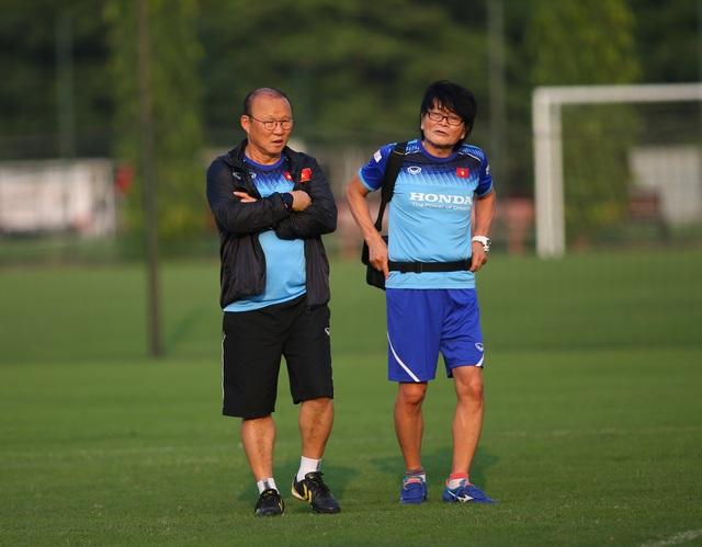 Quang Hải hăng say tập luyện, HLV Park Hang Seo hài lòng - 11