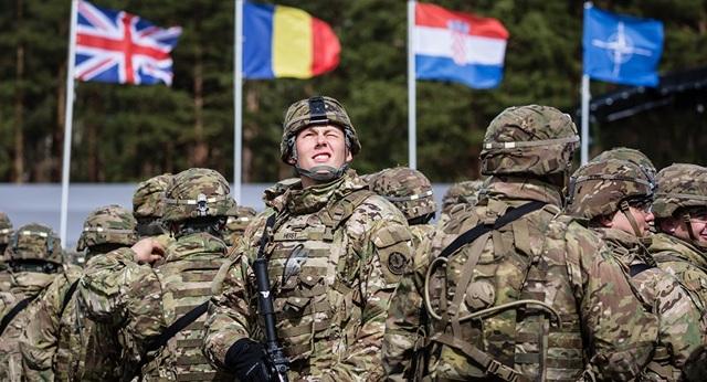 Nghi vấn NATO lập bẫy tình để thử quân nhân - 1