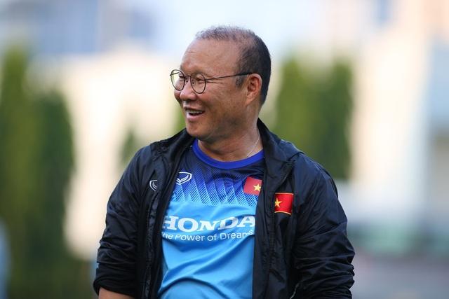 Quang Hải hăng say tập luyện, HLV Park Hang Seo hài lòng - 10