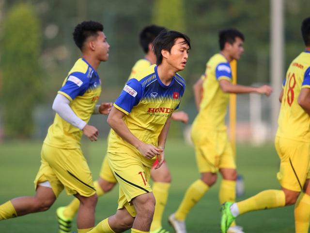 Quang Hải hăng say tập luyện, HLV Park Hang Seo hài lòng - 2