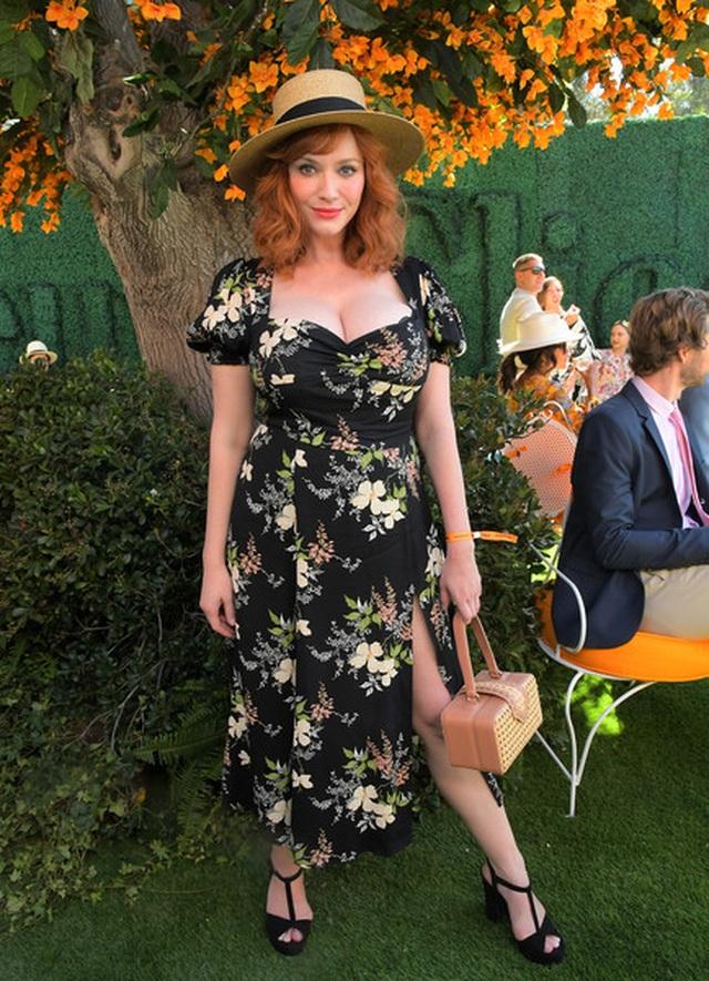 Christina Hendricks diện váy gợi cảm khoe ngực khủng - 4