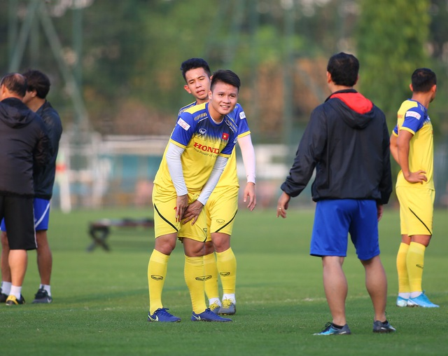 Quang Hải hăng say tập luyện, HLV Park Hang Seo hài lòng - 12