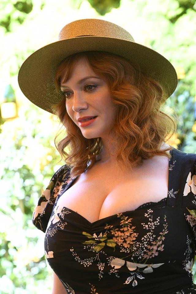 Christina Hendricks diện váy gợi cảm khoe ngực khủng - 6