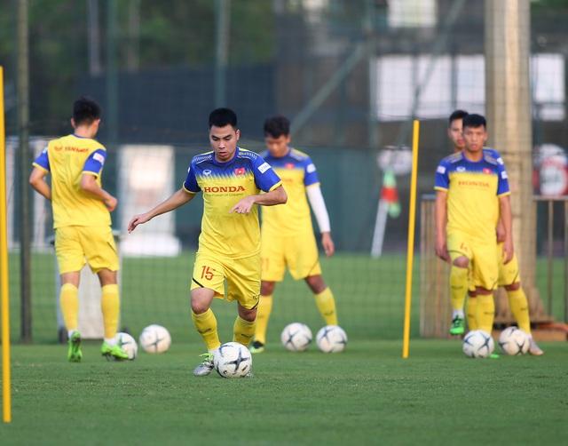 Quang Hải hăng say tập luyện, HLV Park Hang Seo hài lòng - 14