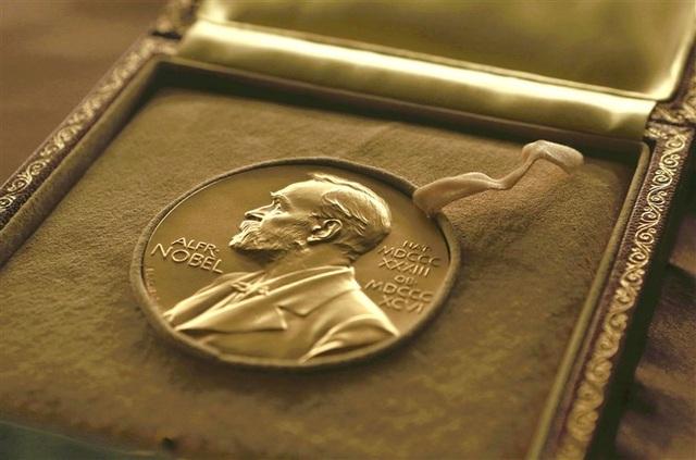 """Nobel Văn học trao giải """"kép"""" với giá trị lên tới 42 tỷ đồng - 4"""