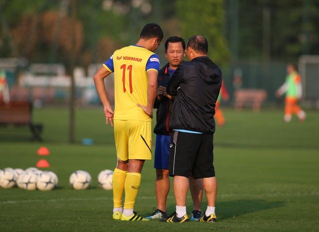 Quang Hải hăng say tập luyện, HLV Park Hang Seo hài lòng - 9