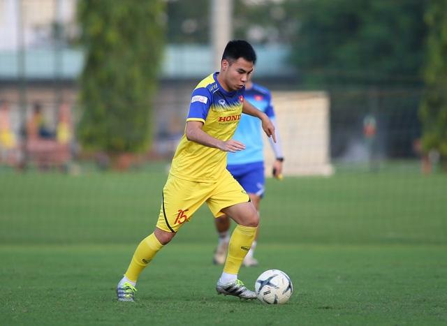Quang Hải hăng say tập luyện, HLV Park Hang Seo hài lòng - 4