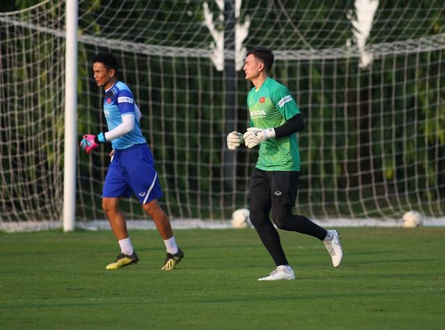 Quang Hải hăng say tập luyện, HLV Park Hang Seo hài lòng - 7