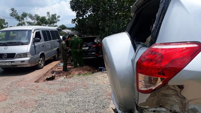 Xe ô tô gây tai nạn liên hoàn, 3 người bị thương - 3
