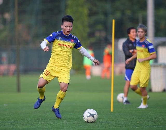 Quang Hải hăng say tập luyện, HLV Park Hang Seo hài lòng - 13