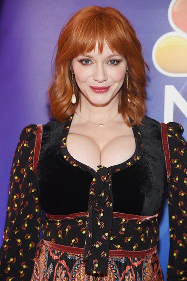 Christina Hendricks diện váy gợi cảm khoe ngực khủng - 9