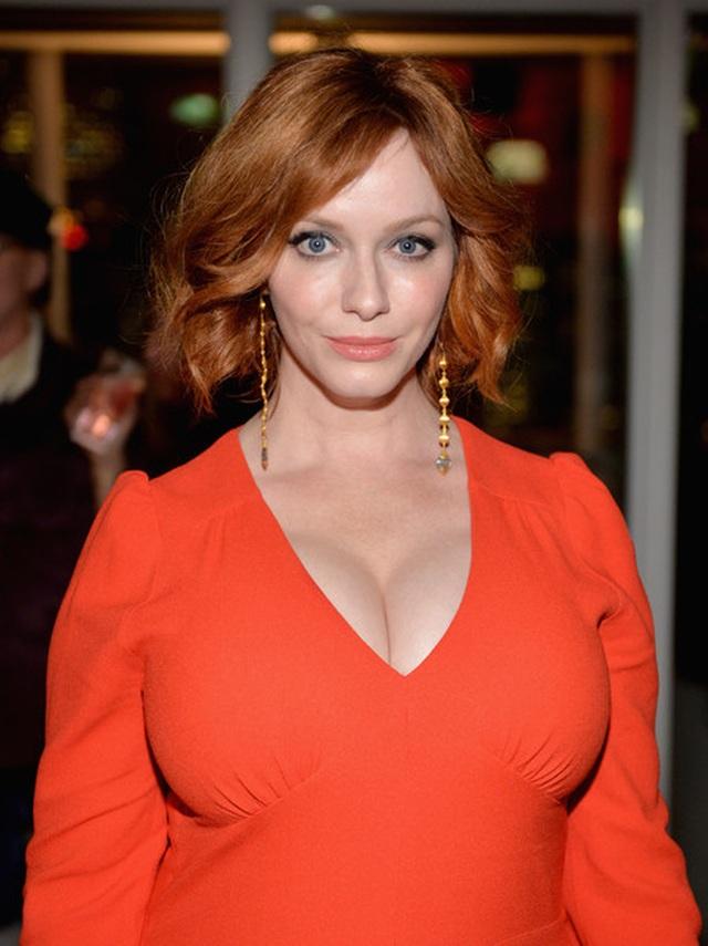 Christina Hendricks diện váy gợi cảm khoe ngực khủng - 10