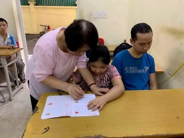Bà giáo già 25 năm mở lớp học tình thương - 3