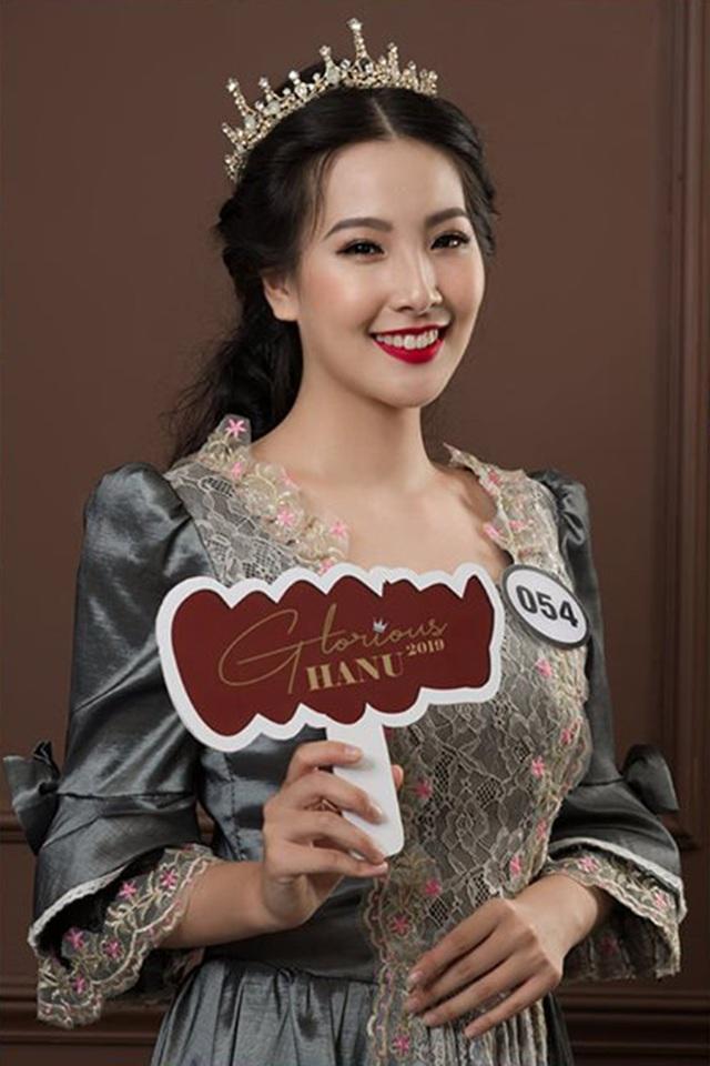 Top 10 Hoa khôi ĐH Hà Nội khoe sắc với trang phục khắp 5 châu - 1