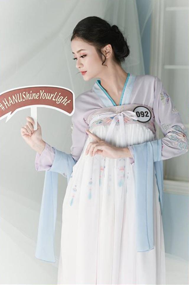 Top 10 Hoa khôi ĐH Hà Nội khoe sắc với trang phục khắp 5 châu - 6